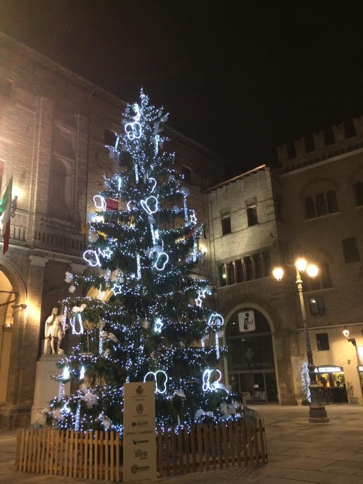 albero-natale-ancora-in-piazza-150117